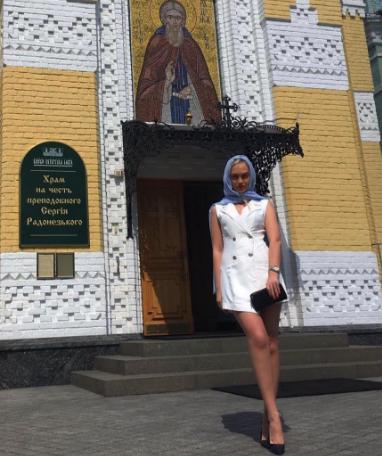 Финалистка «Холостяка» явилась в церковь полуголой