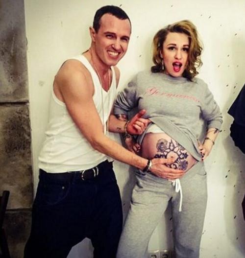 Валерия Гай Германика сделала тату на беременном животе