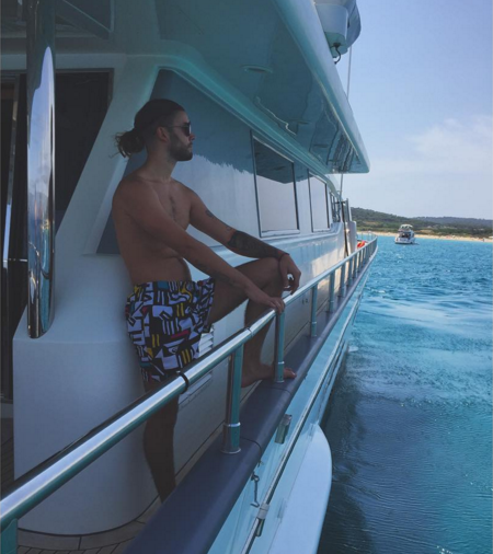 Поклонники осудили Никитина за отдых на яхте любовника Терешиной