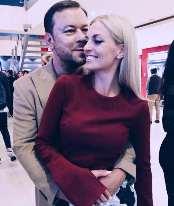 Саша Савельева публично обнимается с посторонним мужчиной