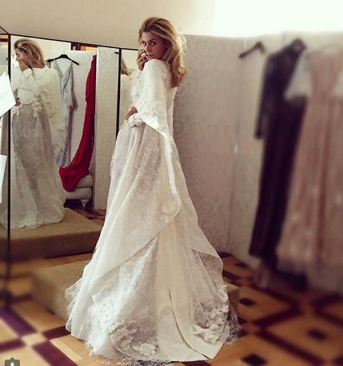 Дочь Валерии примерила свадебное платье