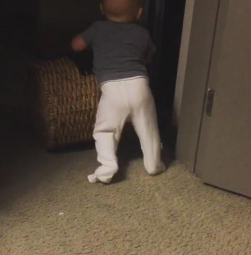 Сын Саши Зверевой в 7 месяцев сделал первые шаги