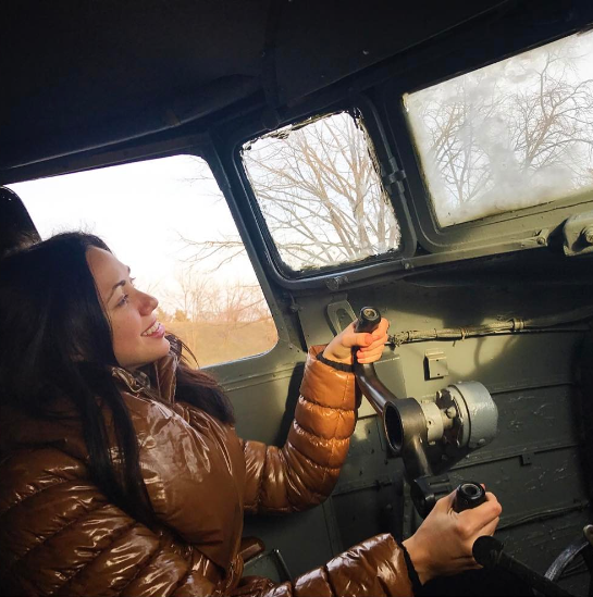 Солистка «НеАнгелов» села за штурвал самолета