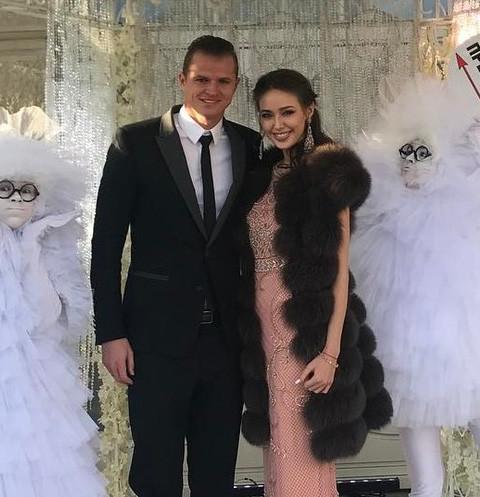 Дмитрий Тарасов изменяет молодой жене