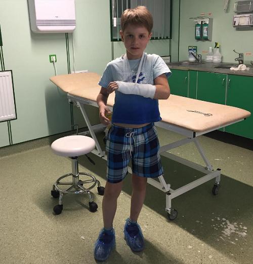 Сын Булановой сломал руку, спасая кота
