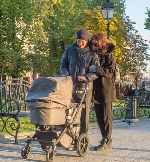 Екатерина Климова показала трогательное фото с мужем и дочерью