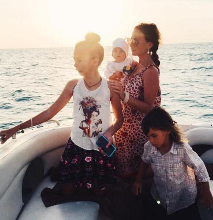 Саша Зверева при помощи сказок узнает, чего хотя ее дети