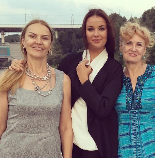 Мама Оксаны Федоровой ужаснула неудачной пластикой