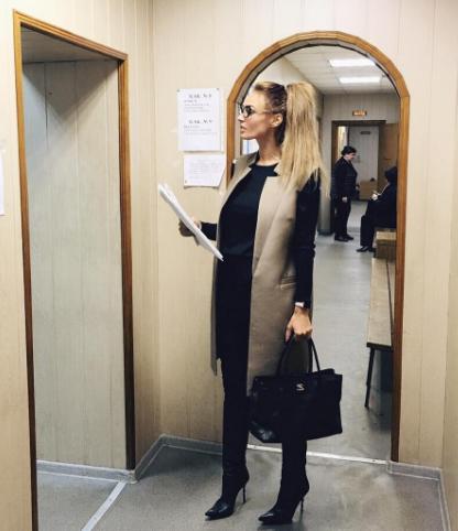 Алена Водонаева столкнулась бюрократией