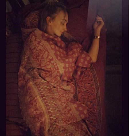Украинской ведущей пришлось в Индии спать в курятнике