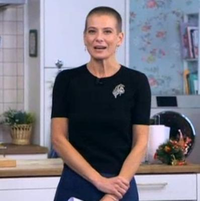 Юлия Высоцкая побрилась налысо