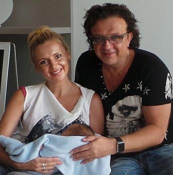 Роман Жуков бросил жену и 6 детей