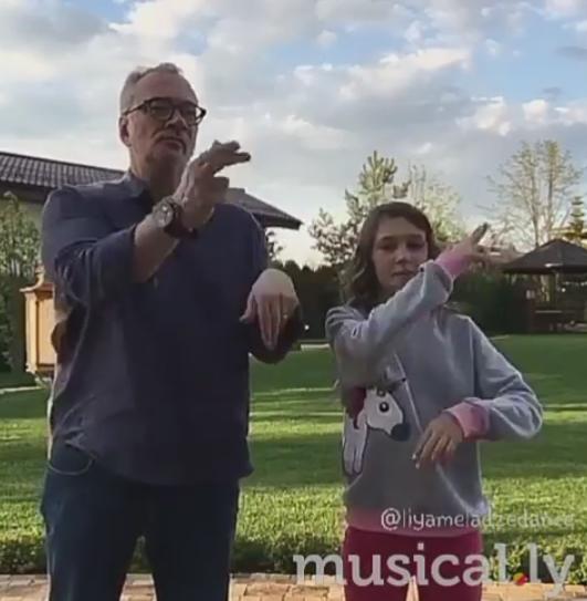 Константин Меладзе с дочерью исполнил забавный танец