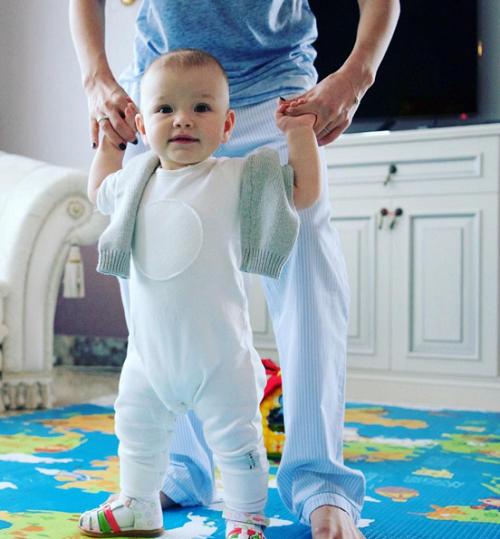 Лена Темникова впервые показала дочь