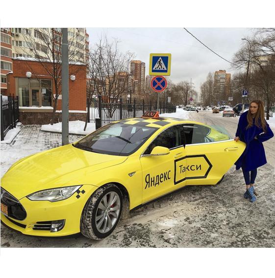 Алена Водонаева прокатилась на необычном такси