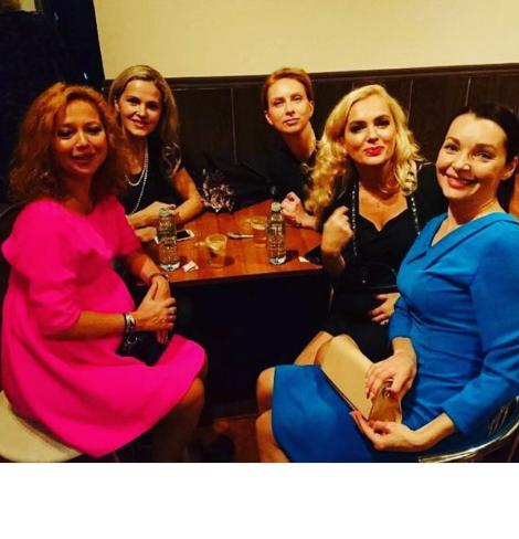 Елена Захарова перестала скрывать беременность