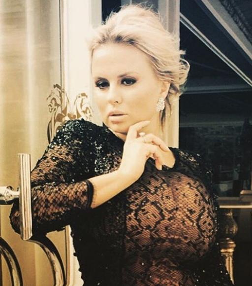 У Анны Семенович расплющило силиконовую грудь