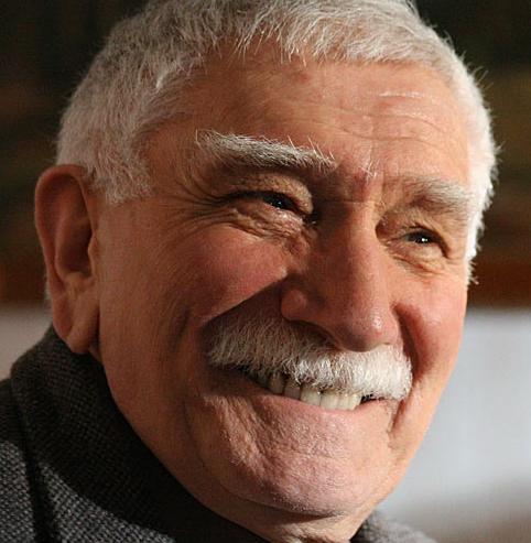 Армен Джигарханян пойман полицией с поличным