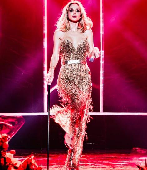 Лобода едва не потеряла платье на концерте