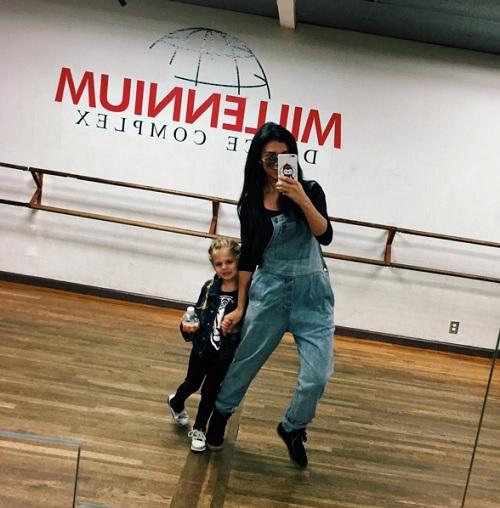 Анна Седокова лечит стеснение нетрадиционным способом