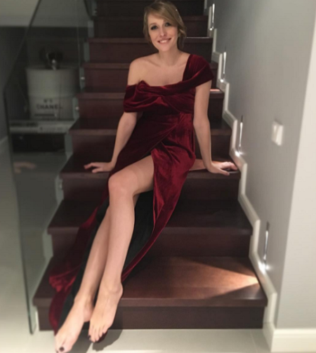 Катя Осадчая показала роскошные ноги