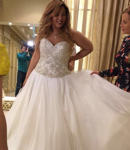 Корнелия Манго не может выбрать свадебное платье