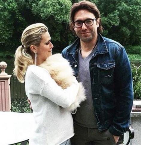 Андрей Малахов намекнул на беременность супруги