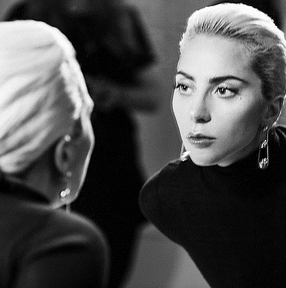 Эпатажная Леди Гага осваивает новую профессию