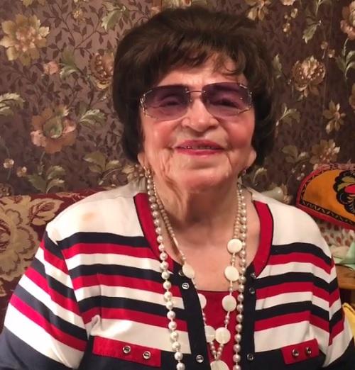 Лена Ленина помогает маме Барыкина